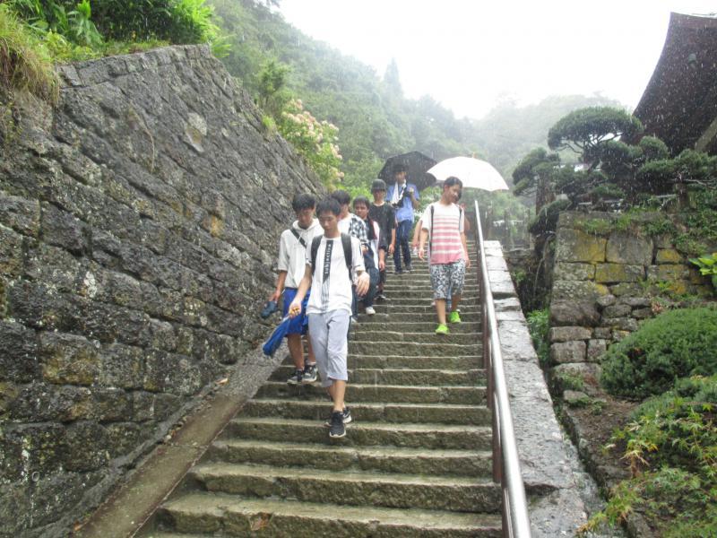 せっかく山寺に来たので奥の院まで行きました。これは帰り道。